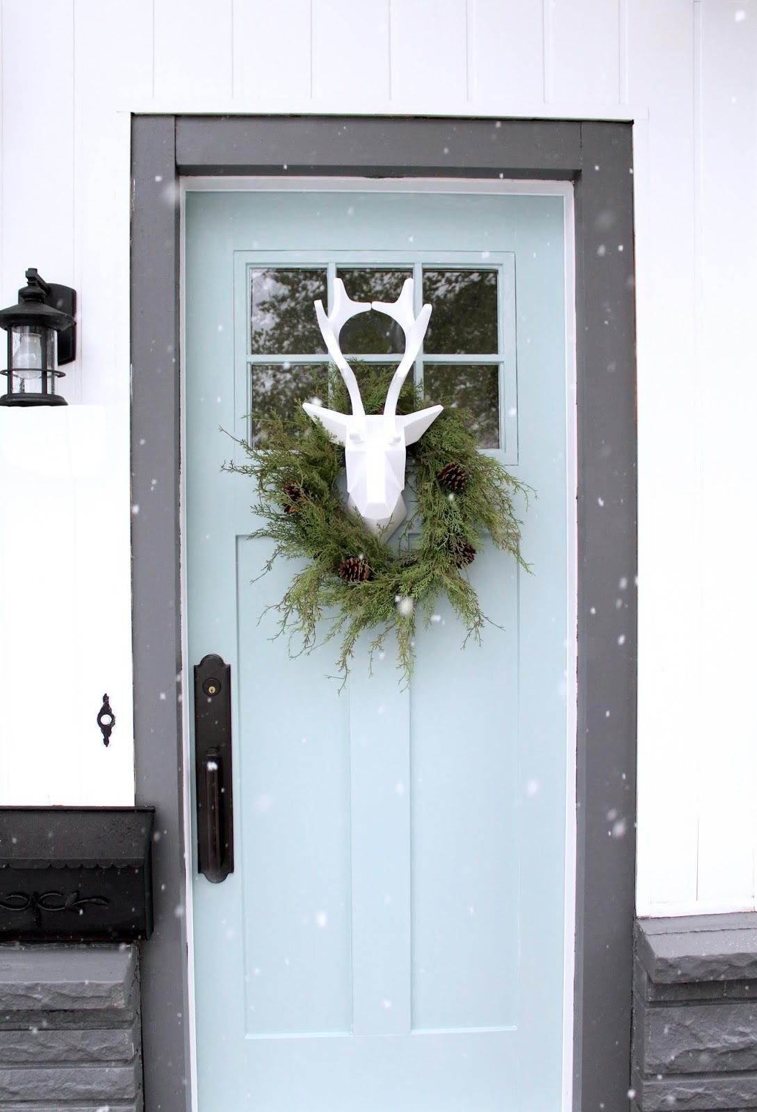 Unique-Christmas-front-door-decorations-harlow-and-thistle-1
