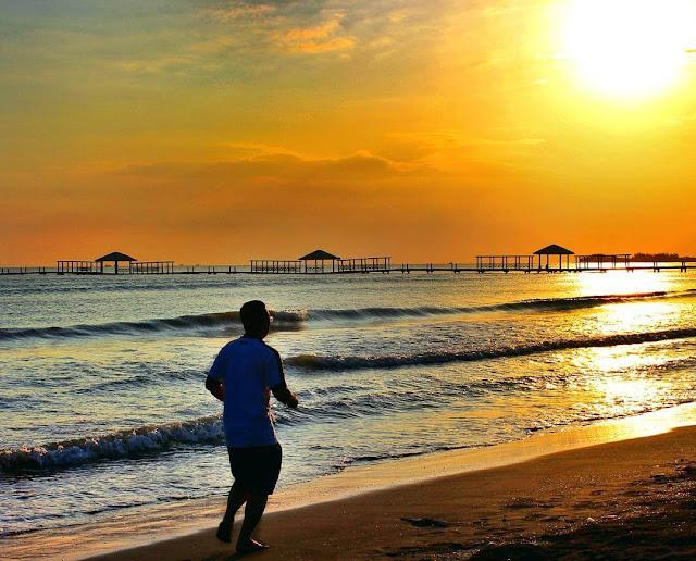 foto sunset di pantai alam indah jateng