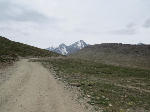 On our way to Kunzum Pass