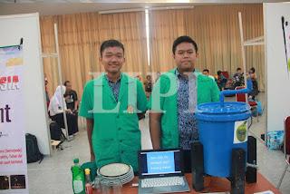 25. Azy Ilham Sudibya dan Tio Pidie Lesmana dari SMP Negeri 1 Subang Jawa Barat dengan Judul Karya Apel (Alat Pencuci Piring Portabel)