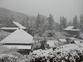 雪の円覚寺
