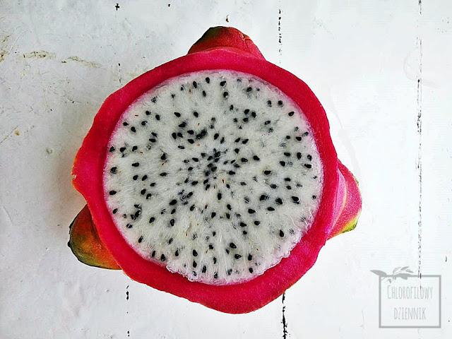 Dragon fruit, smoczy owoc, pitaja (Hylocereus undatus) - owoc, smak, wygląd, roślina, ciekawostki, nasiona i siew, jak smakuje dragonfruit, skąd pochodzi?
