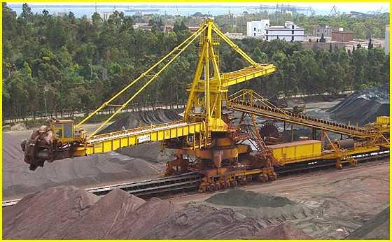 Oil-Electric: Biggest Ore Carrier delivers to Biggest Steel Mill