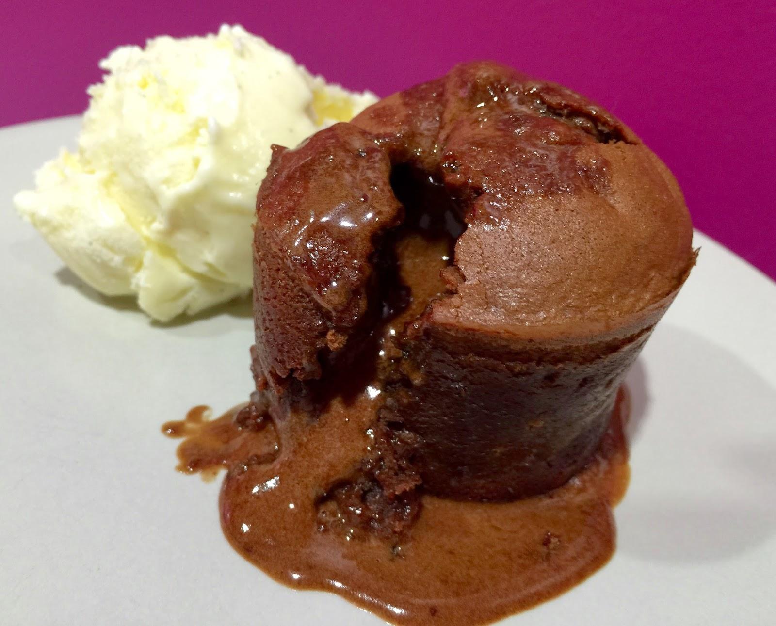 Dulce Muffin Coulant De Chocolate Con Helado De Vainilla