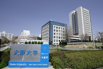 Mendengar Presentasi Lulusan Osaka University