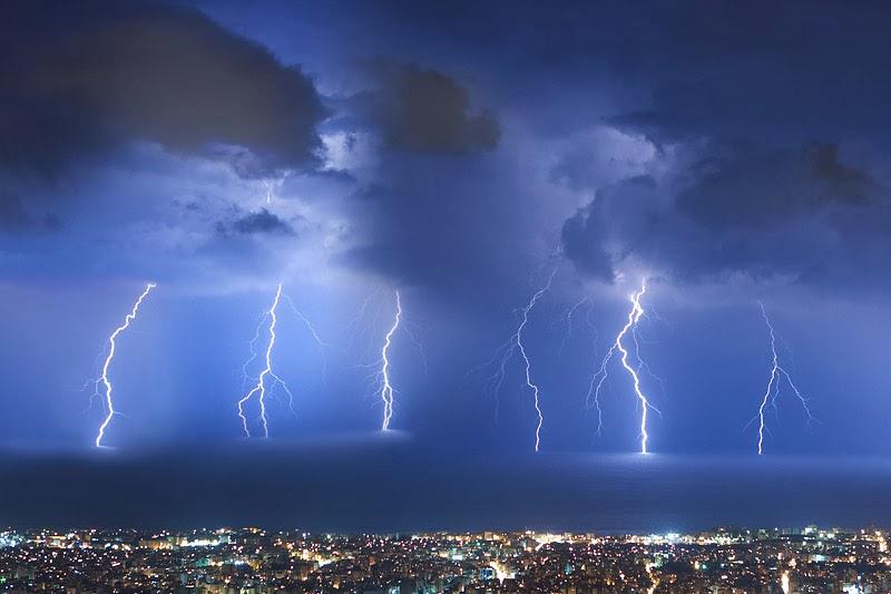 Αποτέλεσμα εικόνας για καταιγιδα κεραυνοι