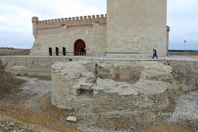 Excavaciones frente al castillo de Arévalo