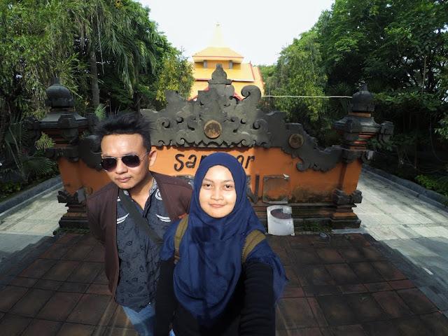 Bangunan bernuansa Bali di Kelenteng Sanggar Agung