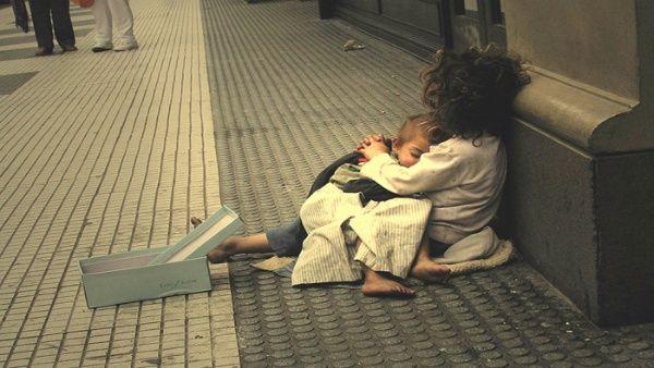 Al menos seis mil indigentes deambulan Buenos Aires, Argentina