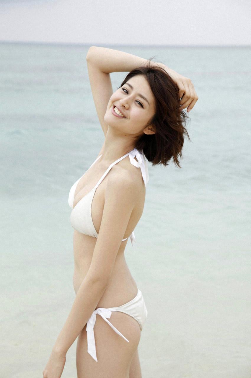 chinami suzuki sexy bikini pics 05