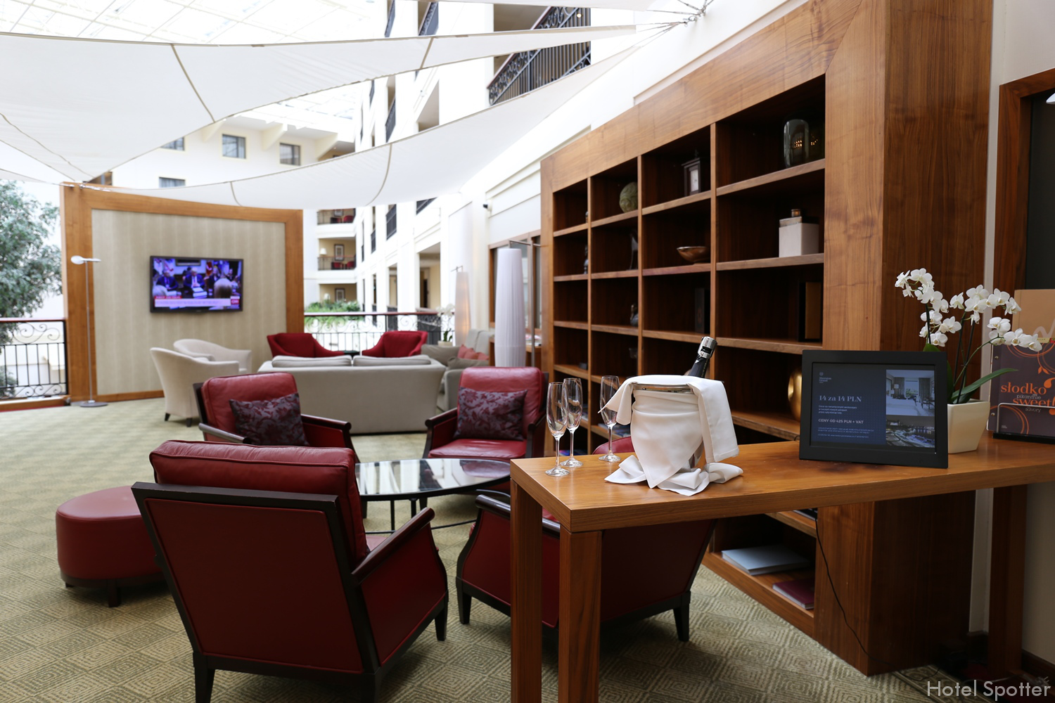 Sheraton Grand Krakow - salonik Club Lounge