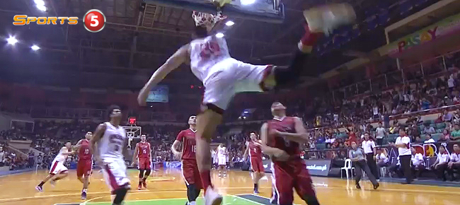 Japeth Aguilar Gets The Jam But Suffers An Injury (VIDEO)