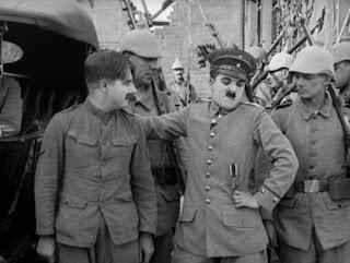 """Кадр из к/ф Чарли Чаплина """"На плечо"""" / Shoulder Arms (1918) - 26"""
