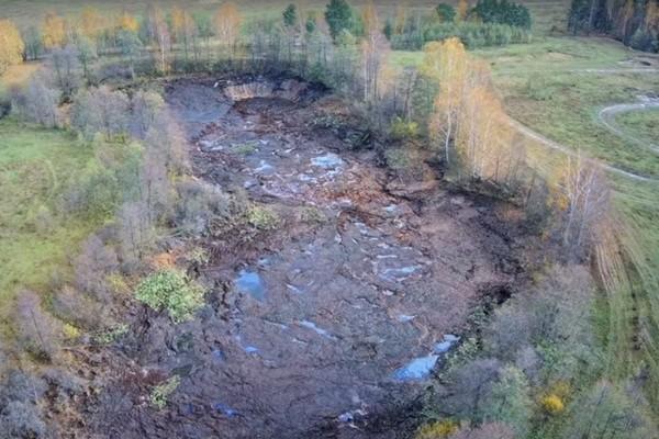 Целое озеро со всей рыбой внезапно ушло под землю за несколько часов. Видео
