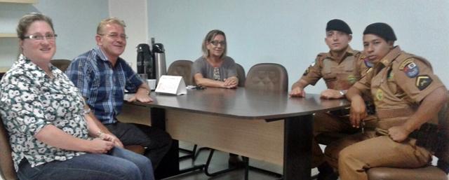 Roncador: Prefeita recepciona em seu gabinete novos policiais