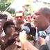 ABSURDO: Ciro Gomes dá soco em repórter durante ato de campanha neste sábado