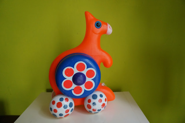 vintage 70s weird push pull orange toy kangaroo jouet années 70 1970s