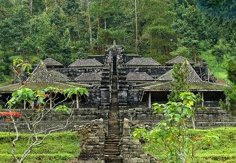 Sejarah asal mula arsitektur candi cetho di karangayar