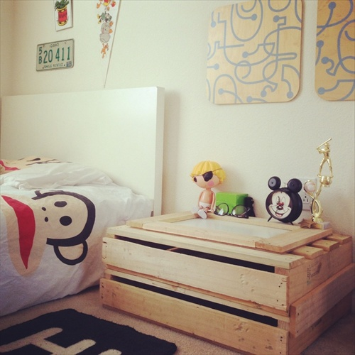 DIY bedroom Tables with wood pallet