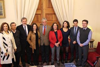 Ejecutivo compromete priorizar ley larga de TVN y revisar equidad en avisaje estatal
