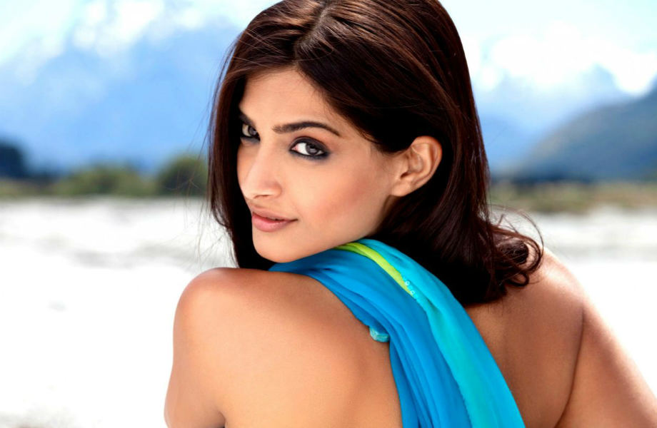 Sonam Kapoor for the Fashionistas in Head to Toe From hair to makeup accessories to manicured hands