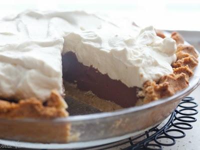 chocolate jello pudding pie with graham cracker crust