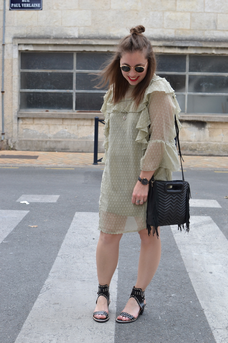 robe à froufrou vert d'eau Missguided, sac M de Maje, ray ban, sandale Shein
