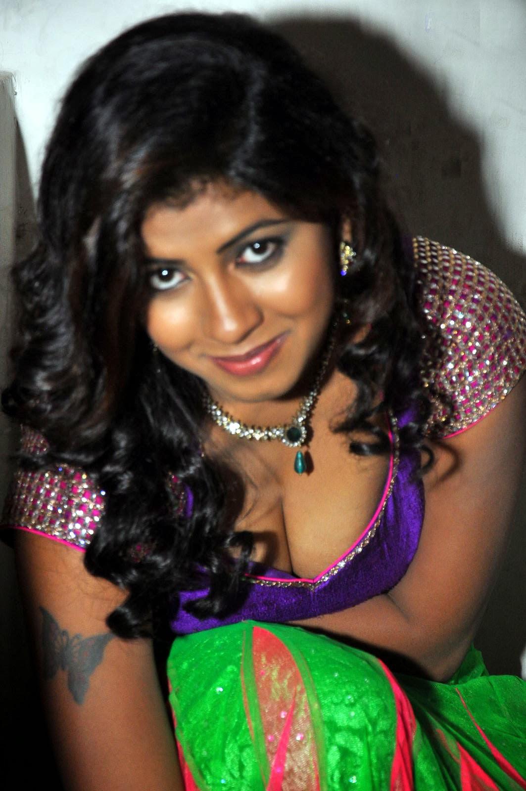 Andhra Hot Aunty Geetanjali Saree Removing Wantedly -4392