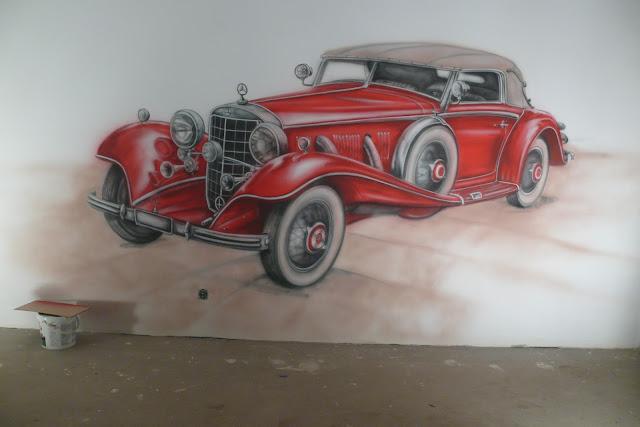 Malowanie mercedesa na ścianie w pokoju chłopca, graffiti 3D w pokoju młodzieżowym.