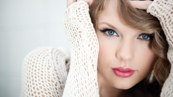 Taylor Swift White Net Wallpaper