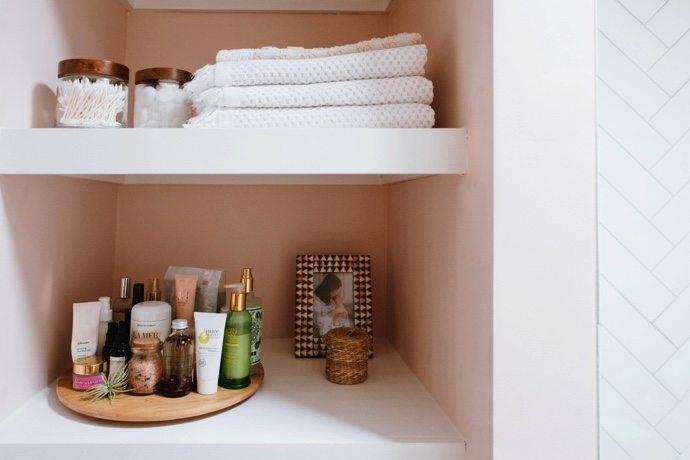 Sacar almacenamiento extra en el baño