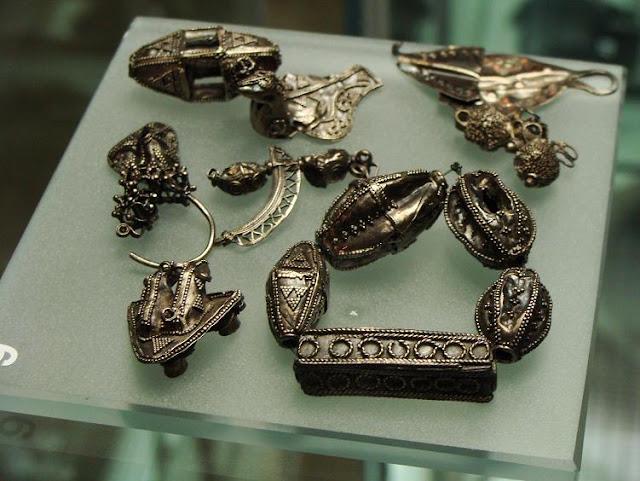 Wczesnośredniowieczny skarb z Radzikowa, przechowywany w Muzeum Archeologicznym w Poznaniu