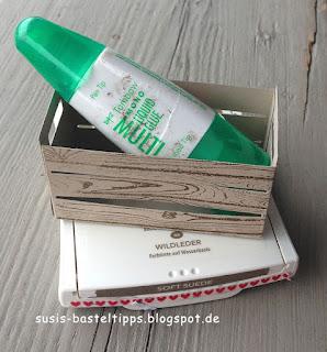 Größenvergleich Stampin' Up! Framelits Holzkiste mit Stempelkissen und Tombow Kleber