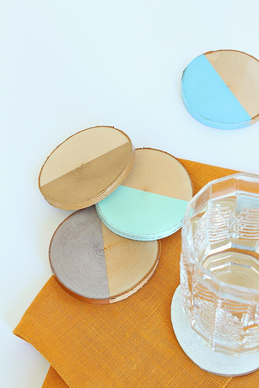DIY Painted Birch Slice Coasters | www.danslelakehouse.com