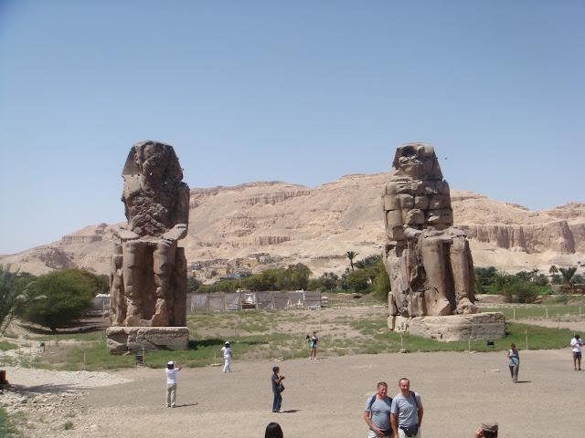 Memnon Anıtları
