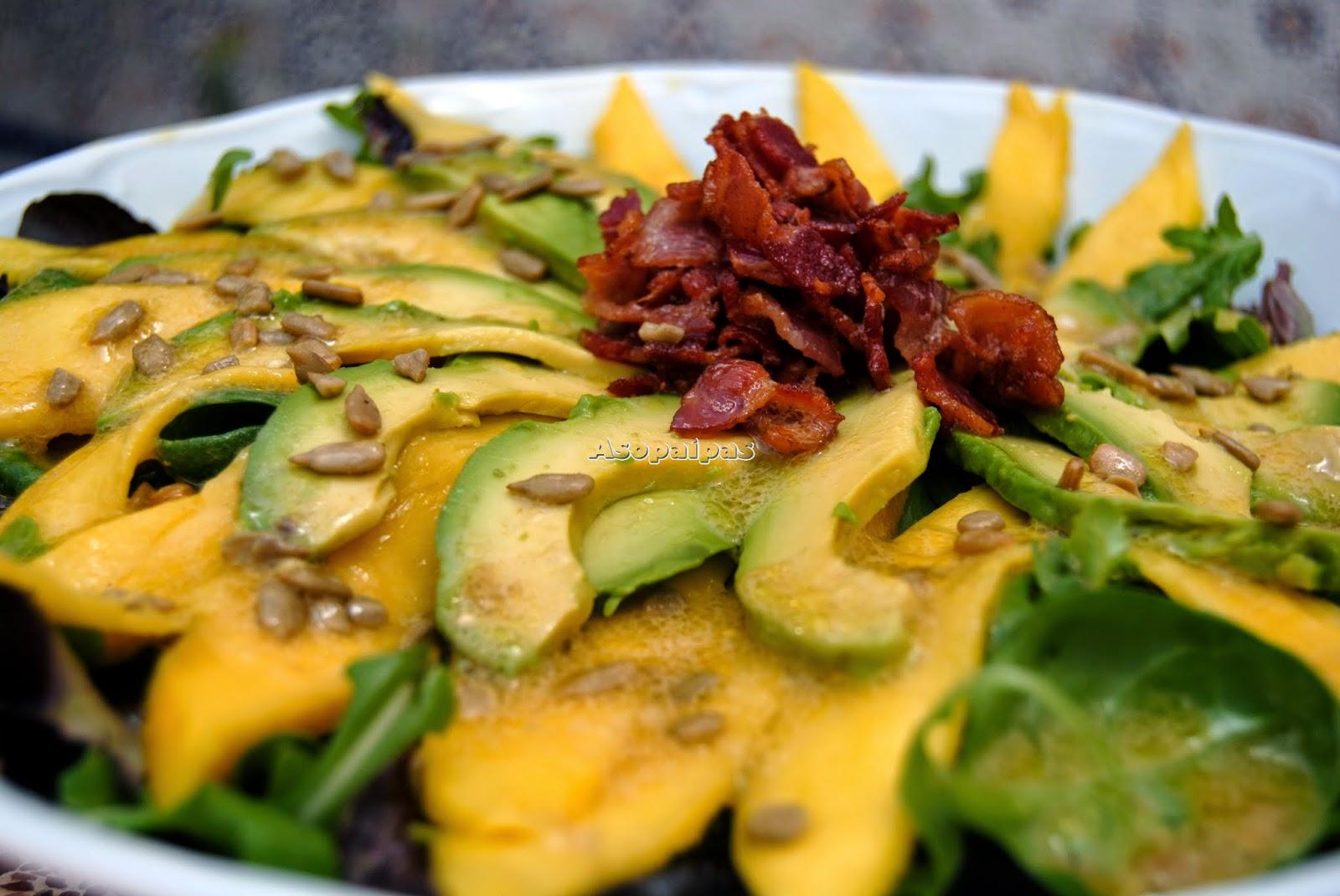 Ensalada de Aguacate, Canónigos, Mango, Rúcula y Bacon Crujiente