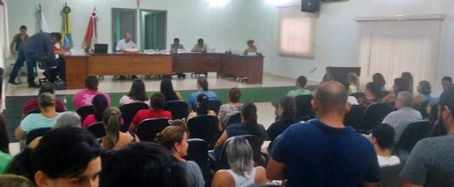 Iretama: População lota Câmara para acompanhar sessão polêmica