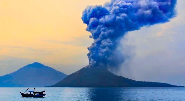 gunung anak krakatau di lampung