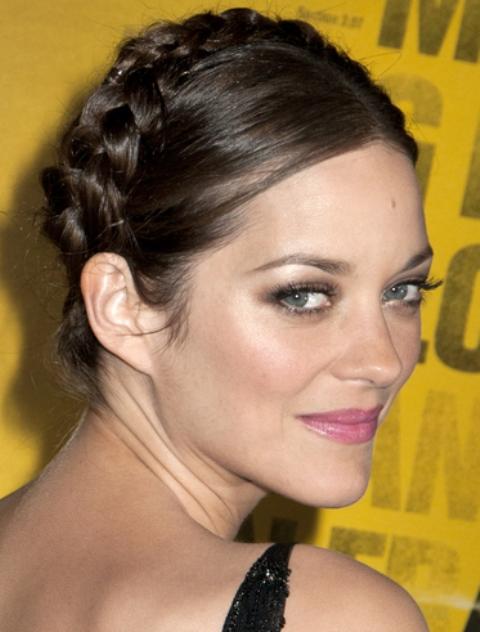 Model Rambut Kepang Belakang ala  Marion Cotillard