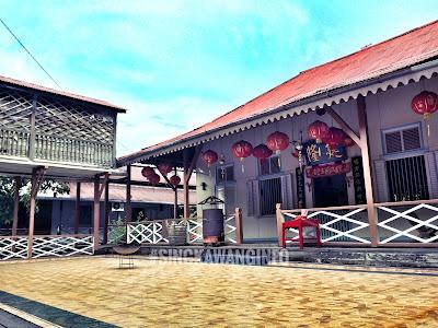gambar halaman/aula tengah bangunan rumah tjhia