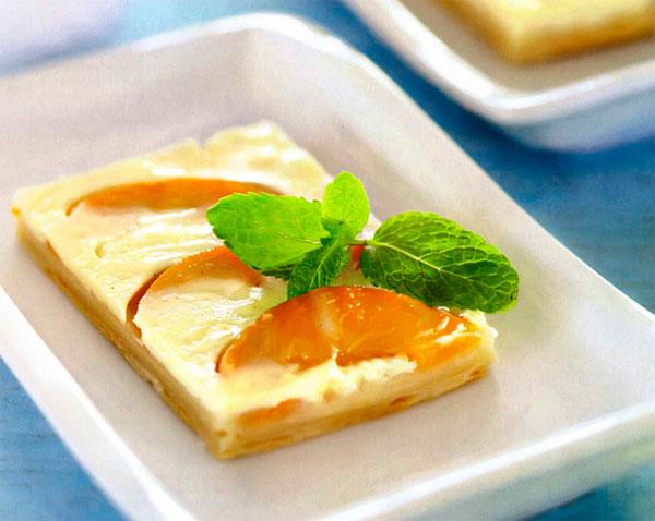 Быстрый и вкусный пирог с персиками