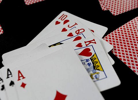 Tuyệt chiêu đánh ký hiệu trên lá bài