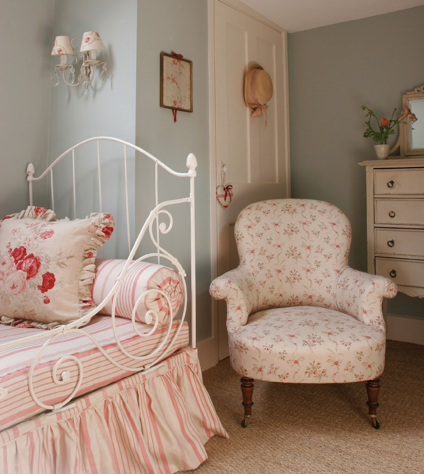 Cottage Bedrooms: Hydrangea Hill Cottage: Kate Forman's English Country Charm
