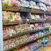 Giỏ đựng mì trong siêu thị và cửa hàng bán lẻ