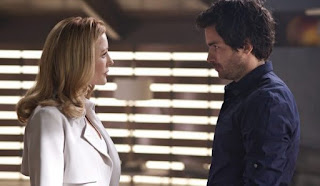 Grace Barrows (Jennifer Finnigan) y Darius Tanz (Santiago Cabrera)