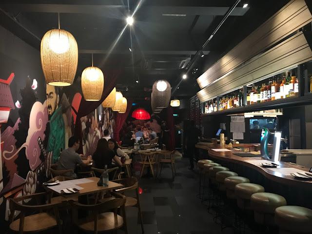 restaurant-interior-japanese-mural-bar