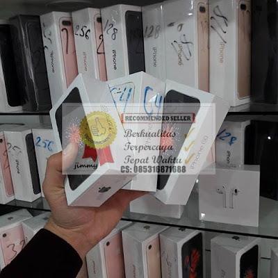 iphone x 64gb Rp.5.500.000. iphone x 256gb Rp.6.000.000. pilihan warna iphone x silver dan space grey.  iPhone 8 64 GB: Rp 4.300.000. iphone 8 256 GB: Rp 4.800.000. iPhone 8 Plus 64 GB: Rp 5.300.000. iPhone 8 Plus 256 GB: Rp 5.800.000. pilihan warna apple iphone 8 silver, gold, dan space gray.   iPhone 7 PLUS 32GB BLACK = Rp.4.800.000 iPhone 7 PLUS 32GB SILVER = Rp.4.800.000 iPhone 7 PLUS 32GB GOLD/ROSEGOLD = Rp.4.800.000 iPhone 7 PLUS 128GB JET BLACK = Rp.5.200.000 iPhone 7 PLUS 128GB BLACK = Rp.5.200.000 iPhone 7 PLUS 128GB SILVER = Rp.5.200.000 iPhone 7 PLUS 128GB GOLD/ROSEGOLD = Rp.5.200.000 iPhone 7 PLUS 256GB JET BLACK = Rp.5.600.000 iPhone 7 PLUS 256GB BLACK = Rp.5.600.000 iPhone 7 PLUS 256GB SILVER = Rp.5.600.000 iPhone 7 PLUS 256GB GOLD/ROSEGOLD = Rp.5.600.000  iPhone 7 32GB BLACK = Rp.4.000.000 iPhone 7 32GB SILVER = Rp.4.000.000 iPhone 7 32GB GOLD/ROSEGOLD = Rp.4.000.000 iPhone 7 128GB JET BLACK = Rp.4.400.000 iPhone 7 128GB BLACK = Rp.4.400.000 iPhone 7 128GB SILVER = Rp.4.400.000 iPhone 7 128GB GOLD/ROSEGOLD = Rp.4.400.000 iPhone 7 256GB JET BLACK = Rp.4.800.000 iPhone 7 256GB BLACK = Rp.4.800.000 iPhone 7 256GB SILVER = Rp.4.800.000 iPhone 7 256GB GOLD/ROSEGOLD = Rp.4.800.000