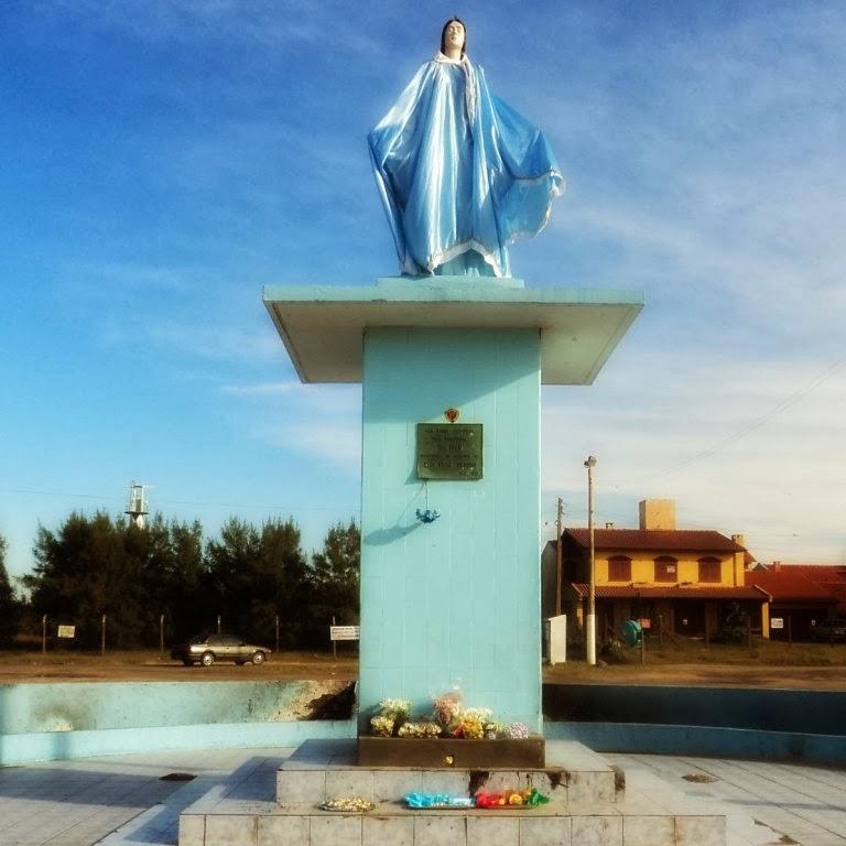 Oferendas Junto ao Monumento à Iemanjá, em Tramandaí