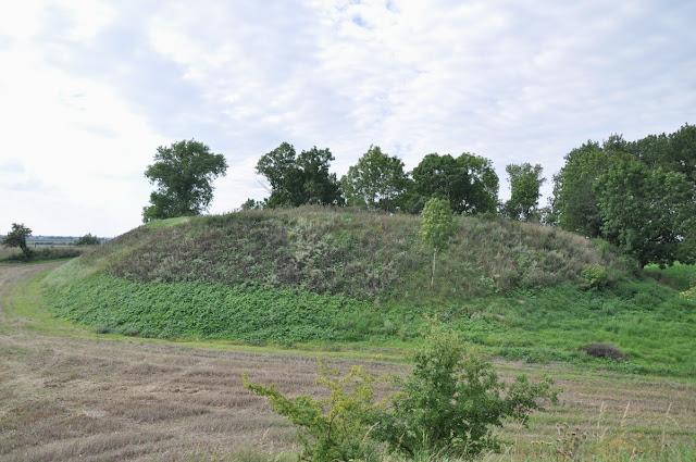 Piastowskie grodzisko pierścieniowate we wsi Moraczewo