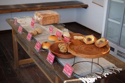 長野県松本市大手のパン屋 サパンジ パンのディスプレイ